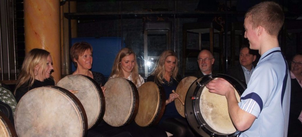 Group Bodhran lessons on a tour in Dublin