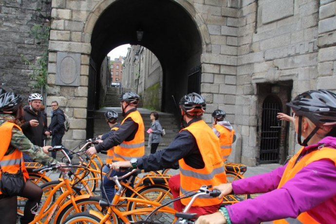 Lazy Bike Tours takes your group through Dublin city
