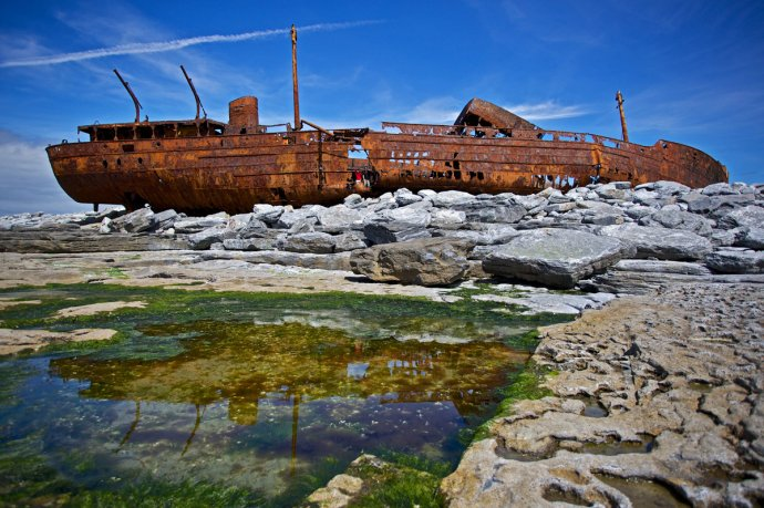 See the famous shipwreck on Inis Oirr