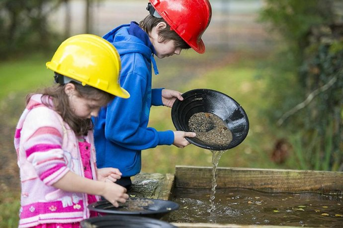 Children Gold Panning at Glengowla Farm and Mines