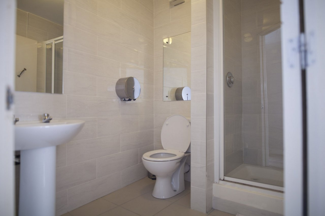 Clean Ensuite Bathroom in Budget Accommodation Rooms in Hostel